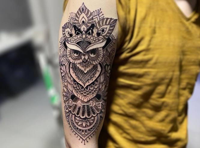 tatuajes mandalas brazo buho