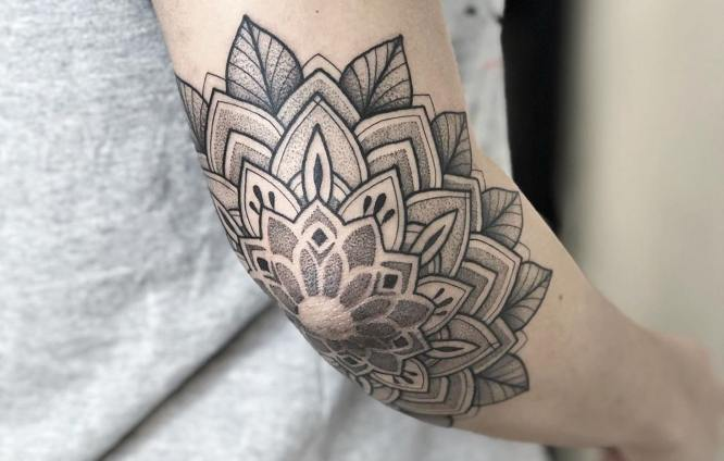 tatuajes mandalas hombre codo