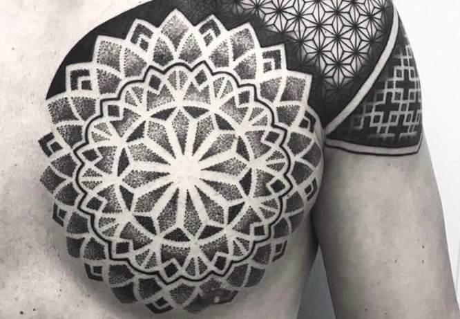 tatuajes mandalas hombre puntillismo