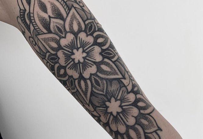 tatuajes mandalas mujer puntillismo