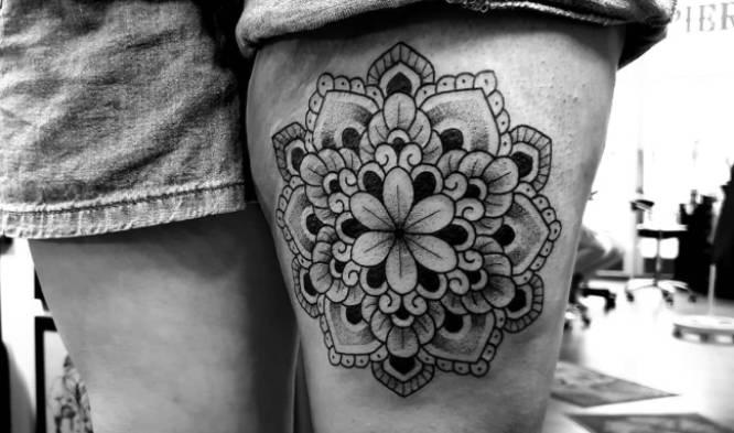 tatuajes mandalas pierna chica