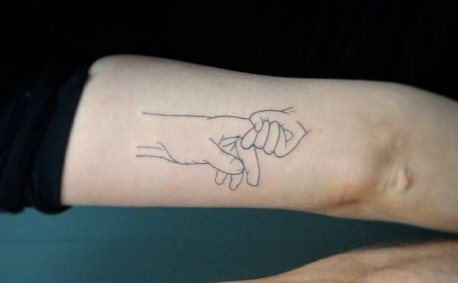 tatuajes padre e hija silueta mano