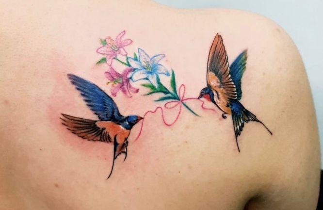 tatuajes pajaros hombro