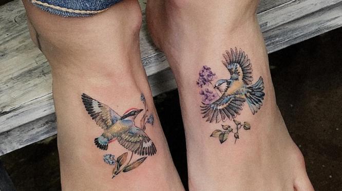 tatuajes pájaros pies