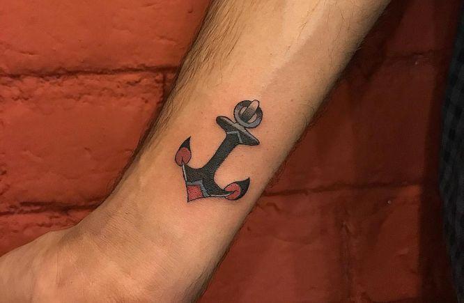 tatuajes pequeños hombre ancla