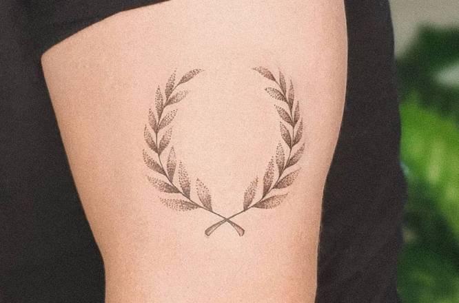 tatuajes pequeños hombre laurel