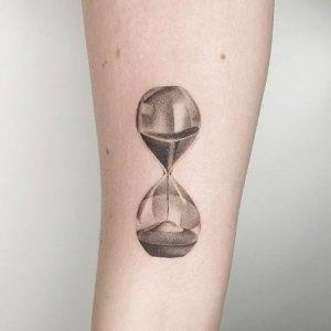 Tatuajes Reloj de Arena con Significado, Diseños e Ideas