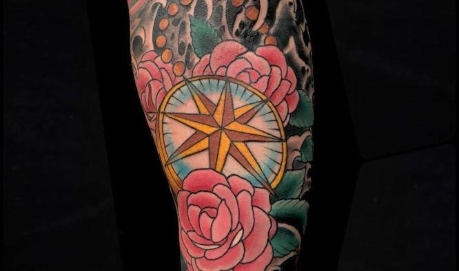 tatuajes rosa de los vientos colores