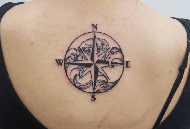 tatuajes rosa de los vientos espalda