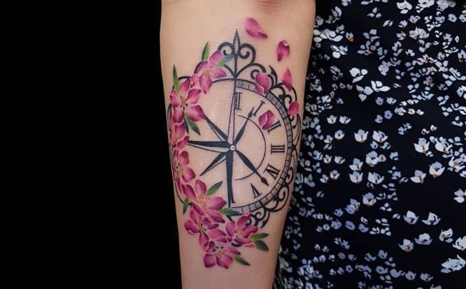 tatuajes rosa de los vientos mujer rosas