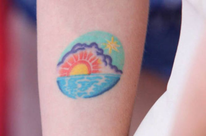 tatuajes scarlett johansson amanecer