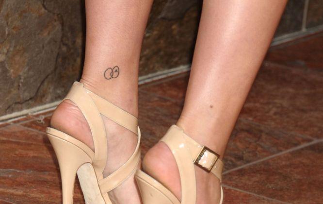 tatuajes scarlett johansson circulos entrelazados