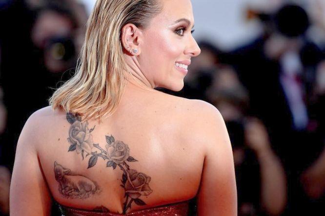 tatuajes scarlett johansson espalda