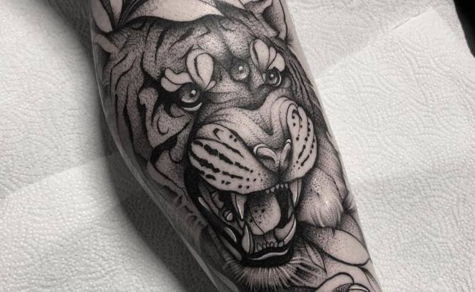 tatuajes tigres pierna blanco negro