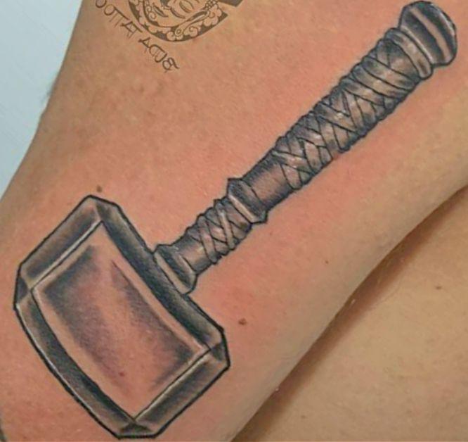 tatuajes vikingos martillo de thor.1