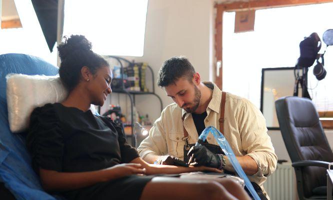 requisitos estudios de tatuaje