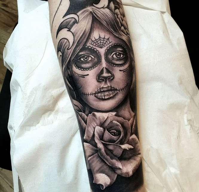 tatuajes antebrazo entero catrina rosa