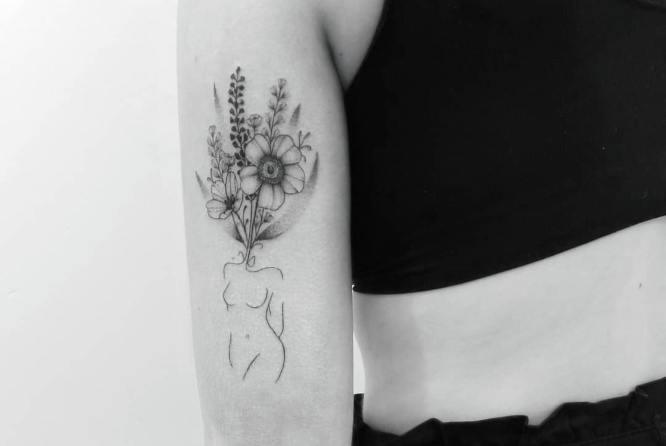 tatuajes brazo mujer blanco negro