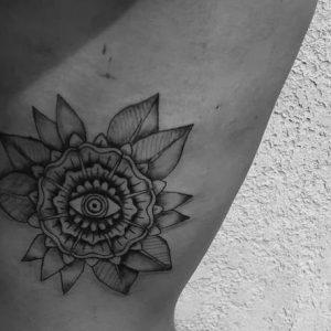 Tatuajes en el Costado