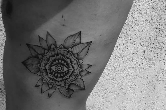 tatuajes costilla hombre
