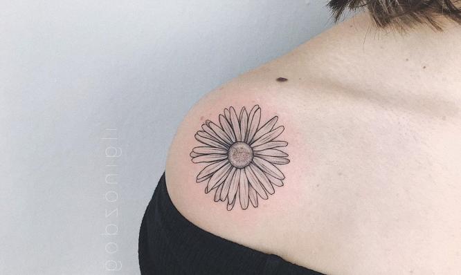 tatuajes hombro flor