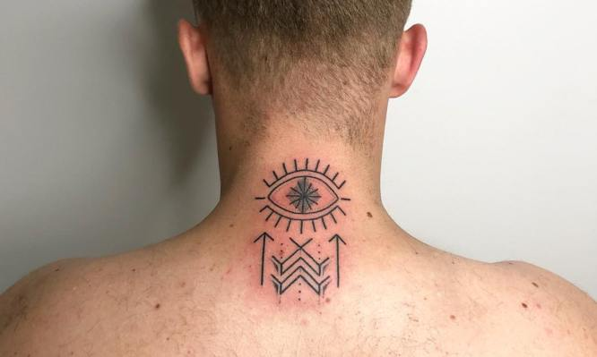 tatuajes nuca hombre