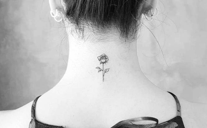 tatuajes nuca mini rosa