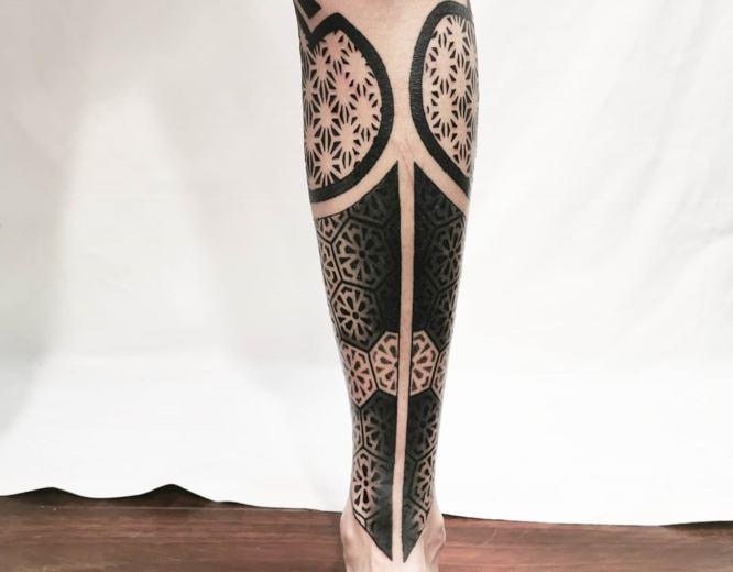 tatuajes pierna hombre geometrico
