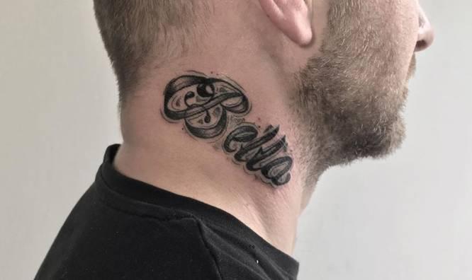 tatuaje cuello nombre bella
