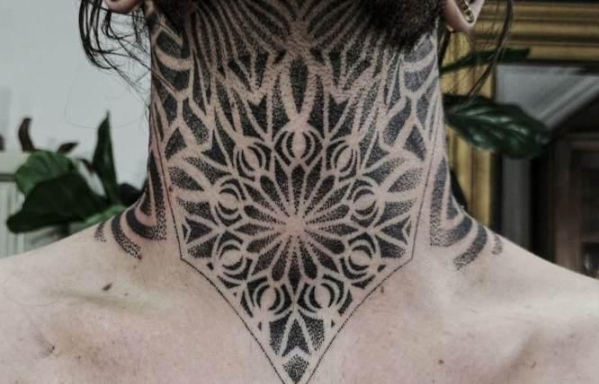 tatuajes cuello hombre mandala