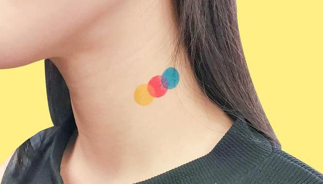 tatuajes cuello pequeño colores