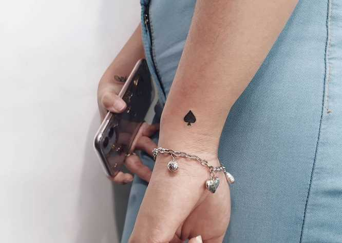 tatuajes mujer pequeño rombo