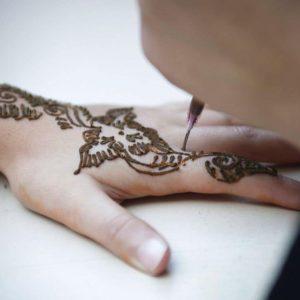 ¿Quieres quitar tu tatuaje de henna? Déjanos orientarte